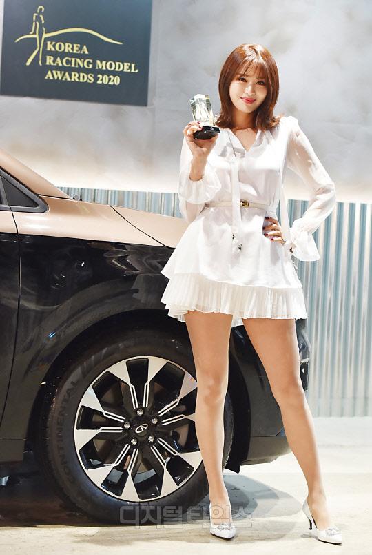 [포토]안나경 `한국 레이싱모델 어워즈, 최우수 레이싱모델상 받았어요`